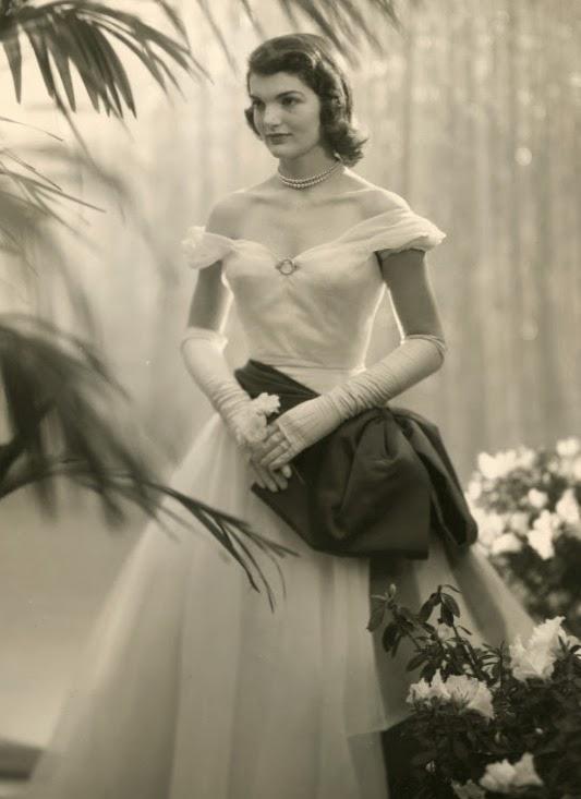 Debutante Jacqueline Bouvier 1947[1]
